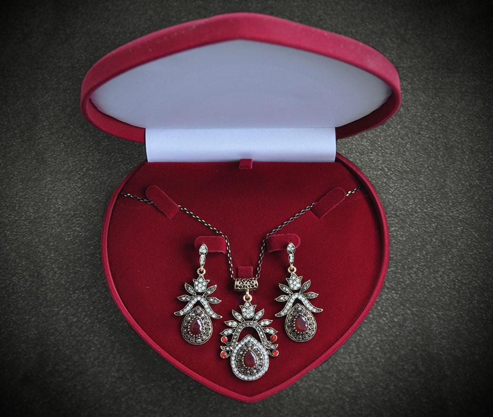 Amber set Fameo Diamonds