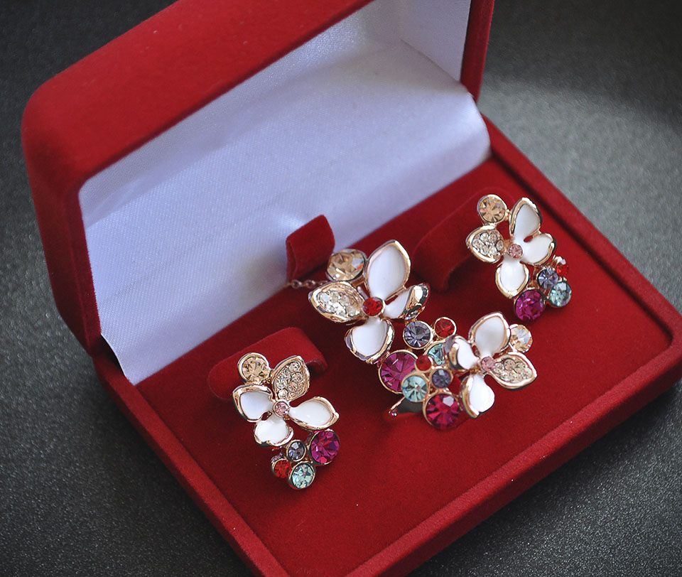 Victoria set Fameo Diamonds
