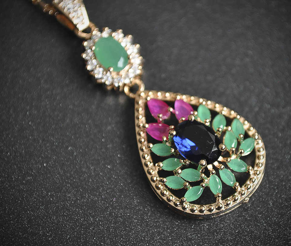 Emerald set Fameo Diamonds