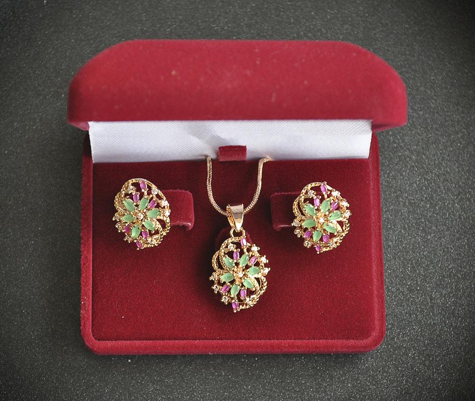 Beautily set Fameo Diamonds