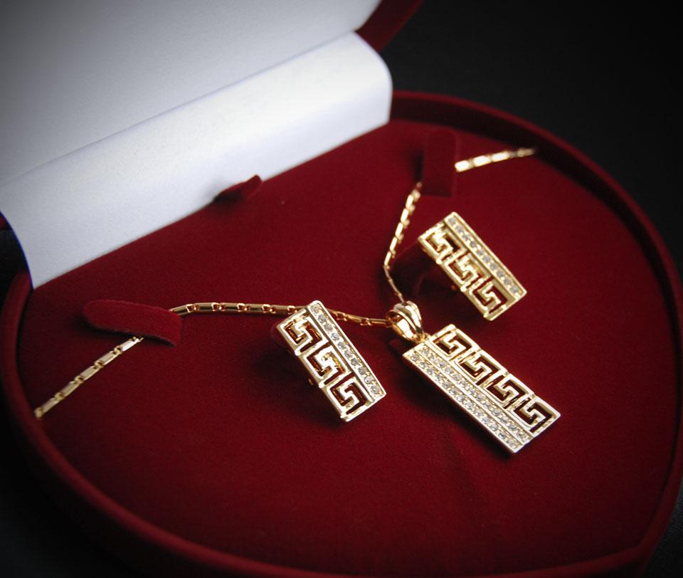 Chiara set Fameo Diamonds