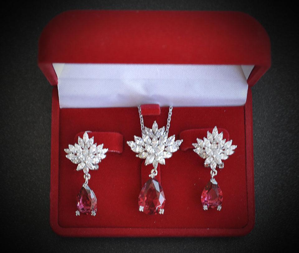 Teiry set Fameo Diamonds